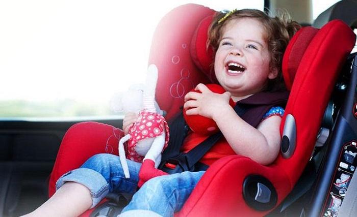 كرسي السيارة للأطفال